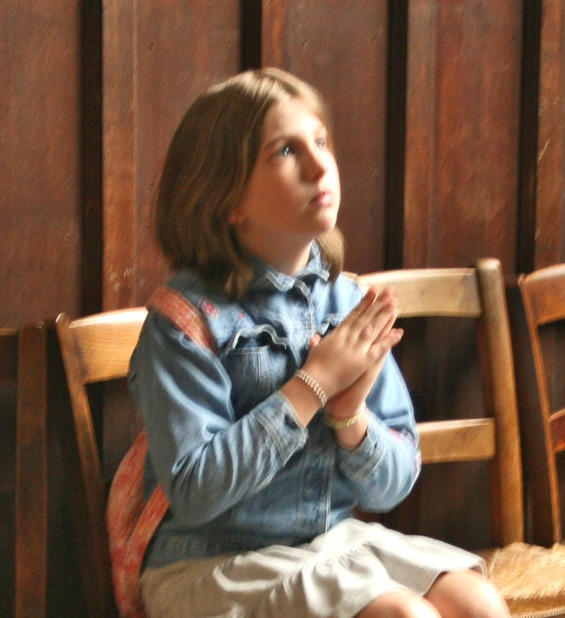 Elli praying